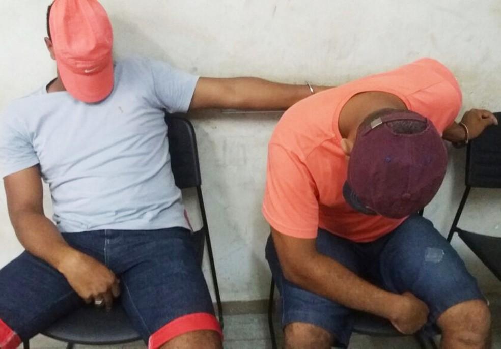 Irmãos presos têm 20 e 24 anos (Foto: Polícia Civil/Divulgação)