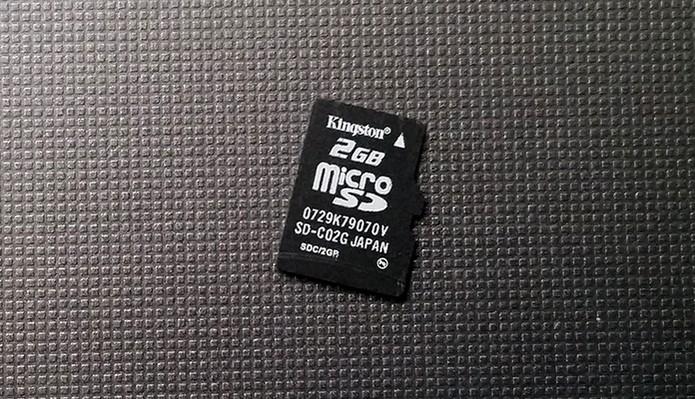 Insira um cartão microSD no Android (Foto: Barbara Mannara/TechTudo)
