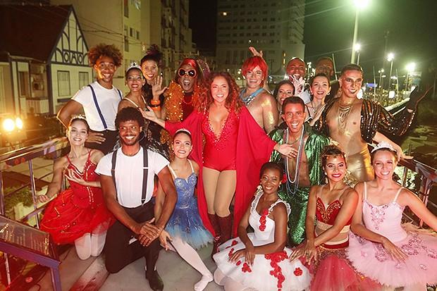 Daniela Mercury e bailarinos (Foto: Fred Pontes/ Divulgação)