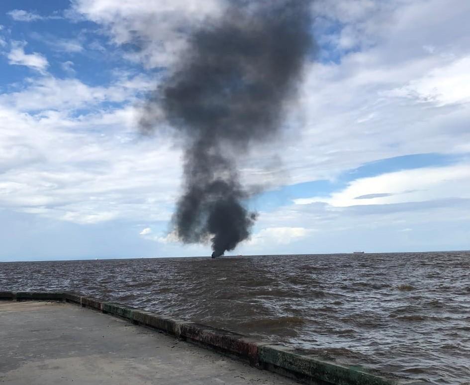Curto-circuito pode ter incendiado barco que deixou 4 feridos no Rio Amazonas, diz piloto à polícia