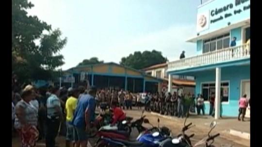 Moradores pedem afastamento de prefeito de Tucuruí em protesto