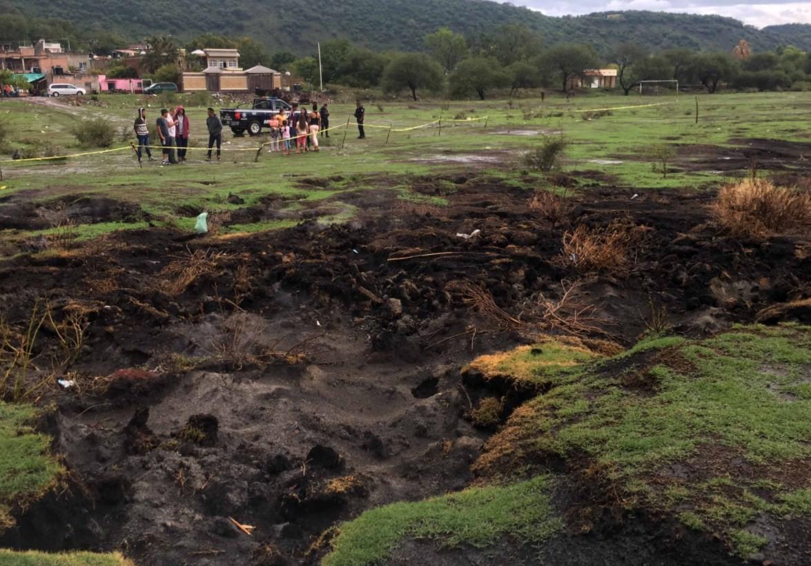 'Vulcão nasce' no meio de campo de futebol no México