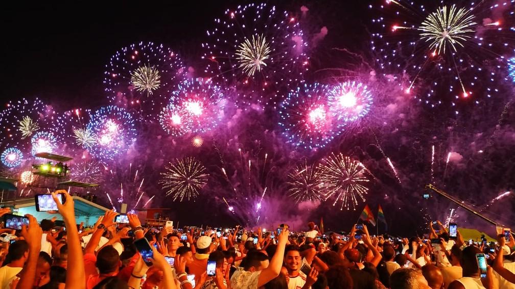 Comemoração do ano novo em Copacabana, no Rio de Janeiro — Foto: Felipe Grandim/G1 Rio