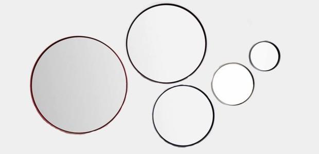 Na academia, uma das paredes terá vários espelhos redondos de diferentes tamanhos, parecidos com esses da LZ Design (Foto: Reprodução LZ Design)