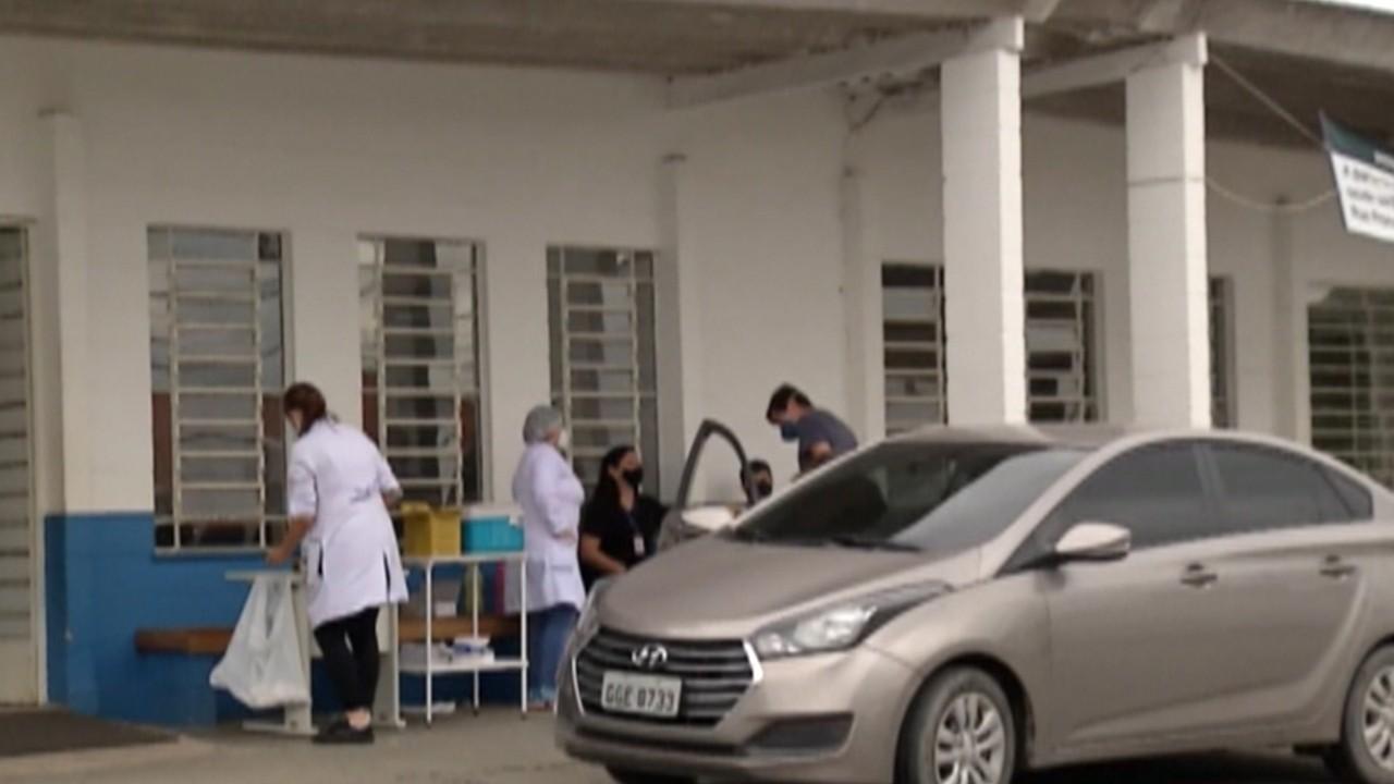 Mogi aplica segundas doses da vacina contra Covid-19 em idosos e profissionais da saúde