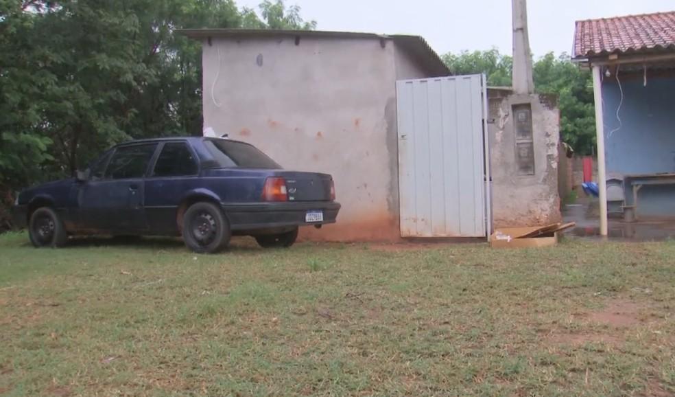 Crime aconteceu em uma casa no distrito de Paulópolis, em Pompeia — Foto: TV TEM/Reprodução