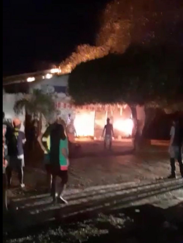 Incêndio destruiu mercadinho em São Gonçalo do Amarante — Foto: Reprodução