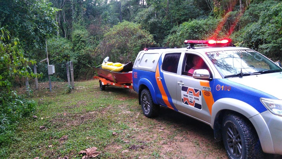 Buscas foram retomadas na manhã deste domingo em Apiúna, SC — Foto: Corpo de bombeiros voluntários de Ibirama/Divulgação