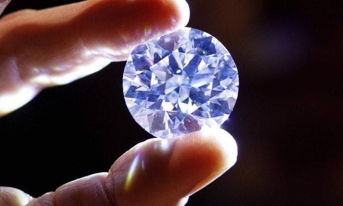 Diamante de 102,34 quilates à venda pela Sotheby's de Londres (Foto: Tolga Akmen/AFP  )