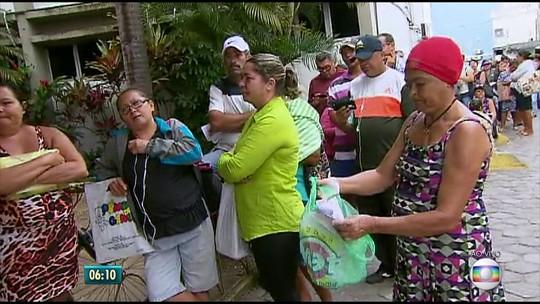 Sem conseguir marcar consultas pelo telefone, pacientes enfrentam filas em hospital no Recife