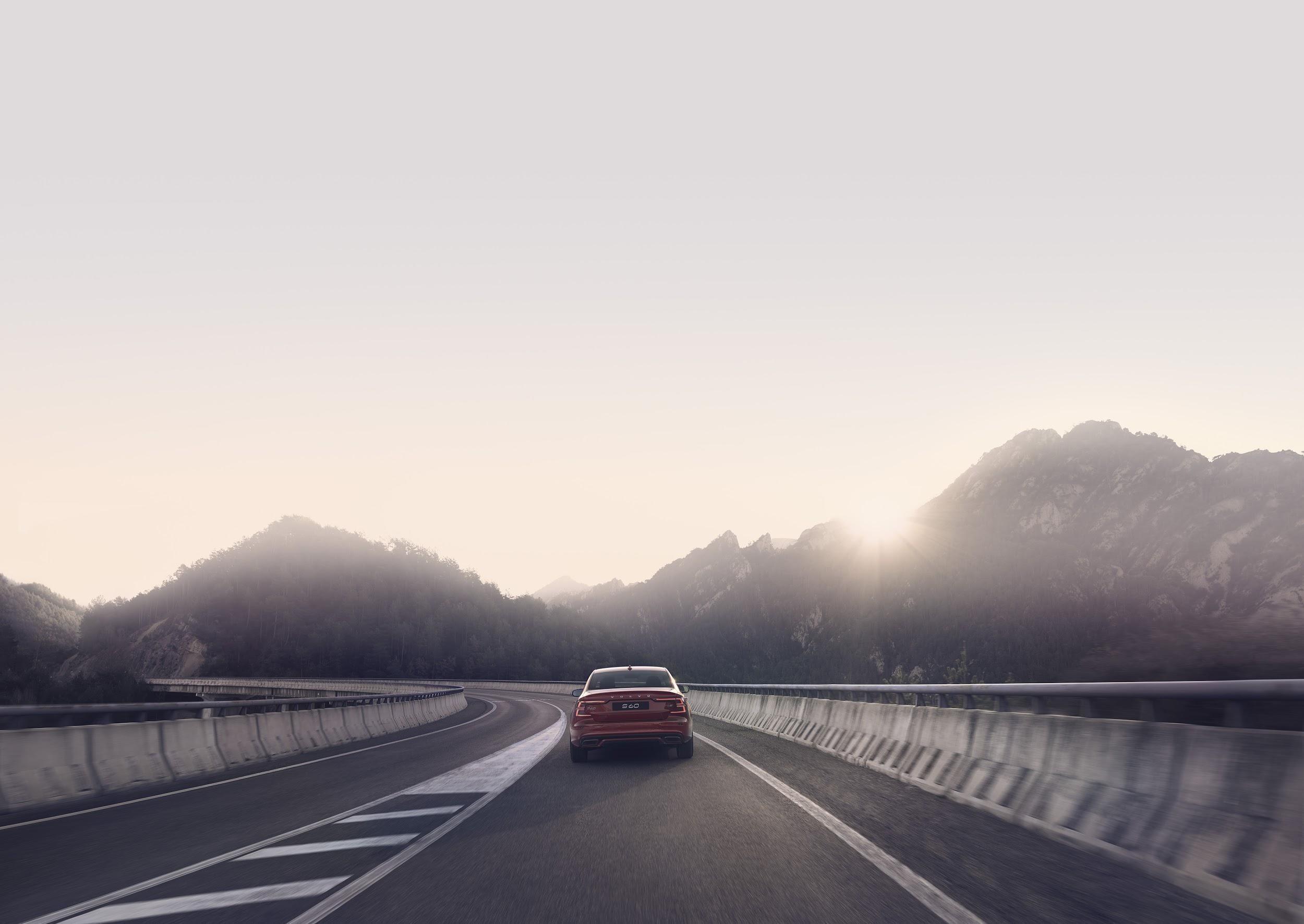 Com 407 cavalos, Volvo S60 chega aos 100 km/h em 4,4 segundos - Notícias - Plantão Diário