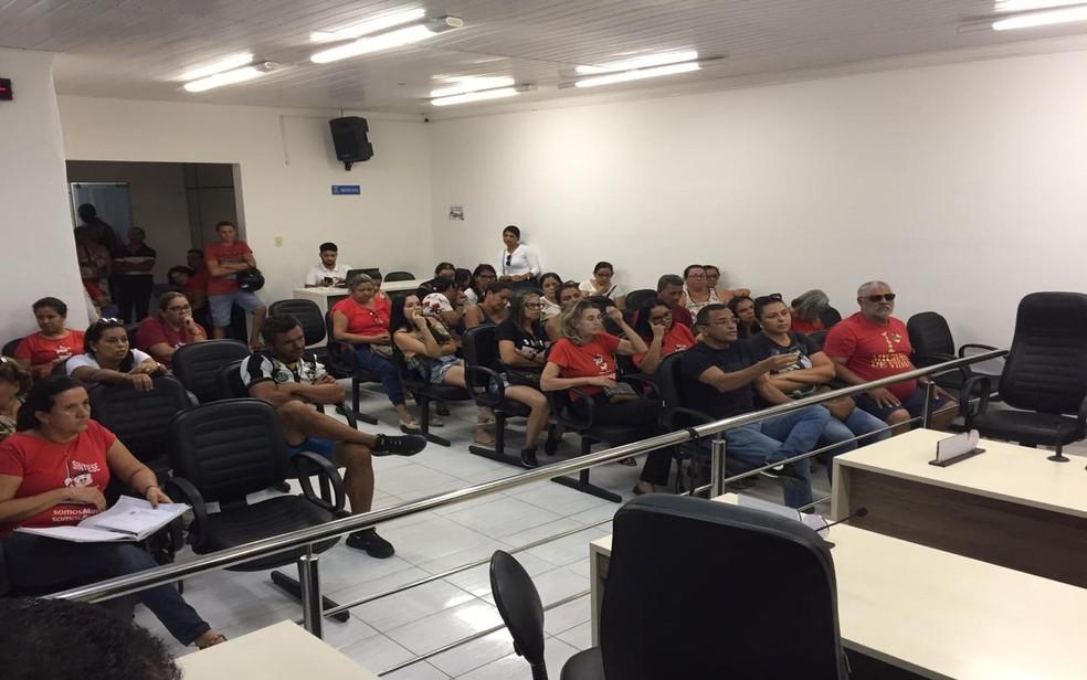 Professores de Tobias Barreto (SE) ocuparam Câmara em dezembro de 2019 para reivindicar pagamento do 13º salário — Foto: Sintese/Divulgação/Arquivo