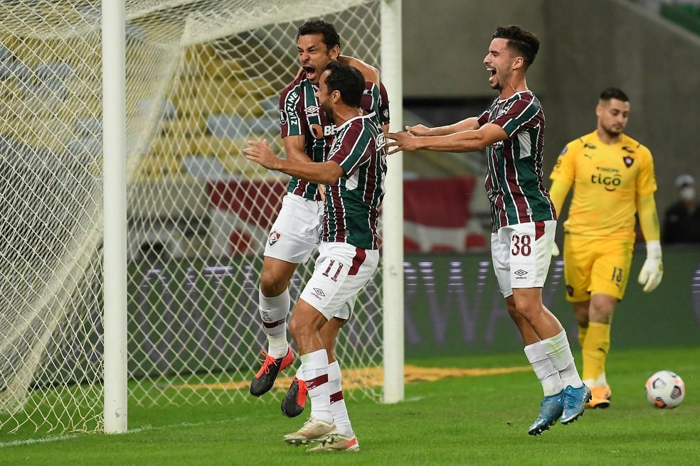 Fred, Gabriel Teixeira e Nenê,  Fluminense x Cerro Porteño, Libertadores — Foto: Alexandre Durão