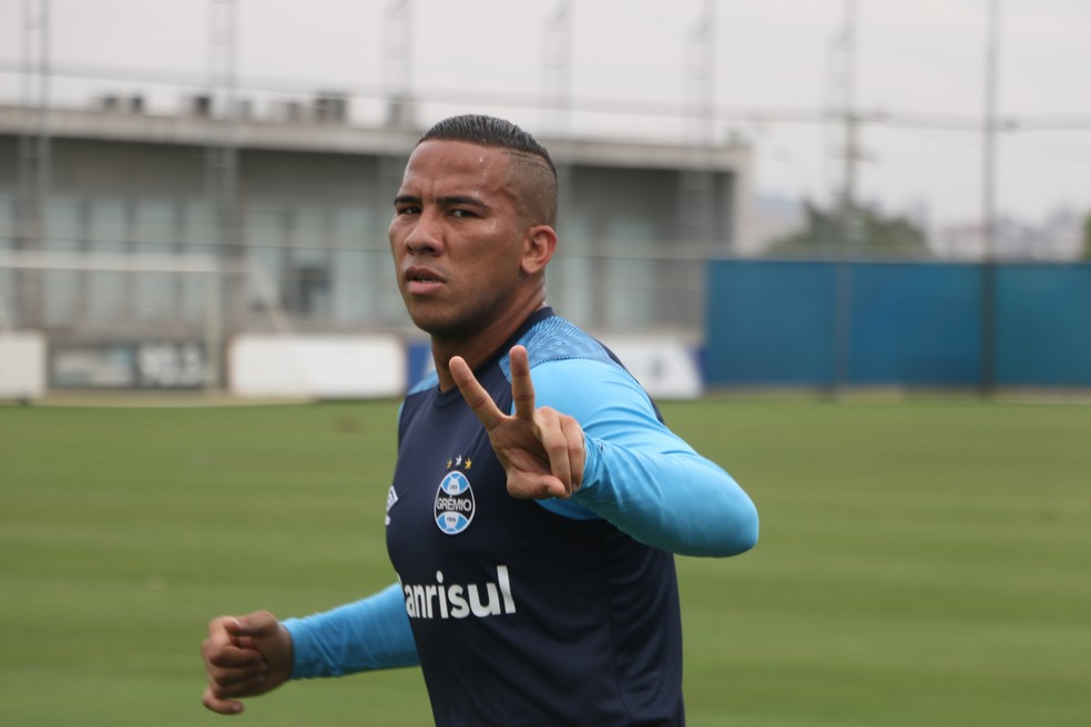 Jael confirma oferta do México e admite renovação encaminhada com Grêmio