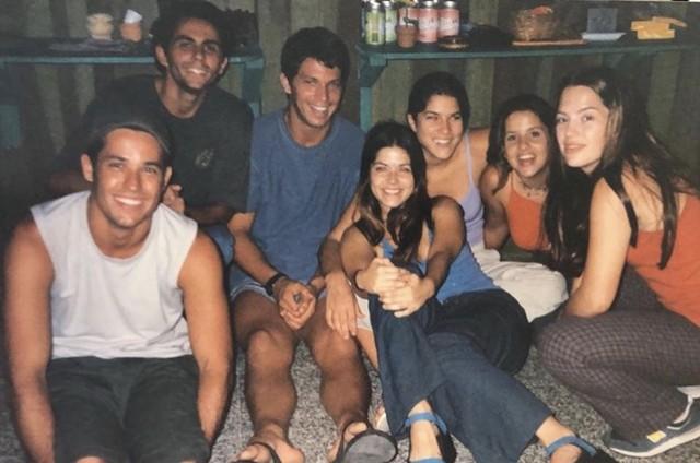 Samara Felippo e Mario Frias com o elenco de 'Malhação' (Foto: Reprodução)
