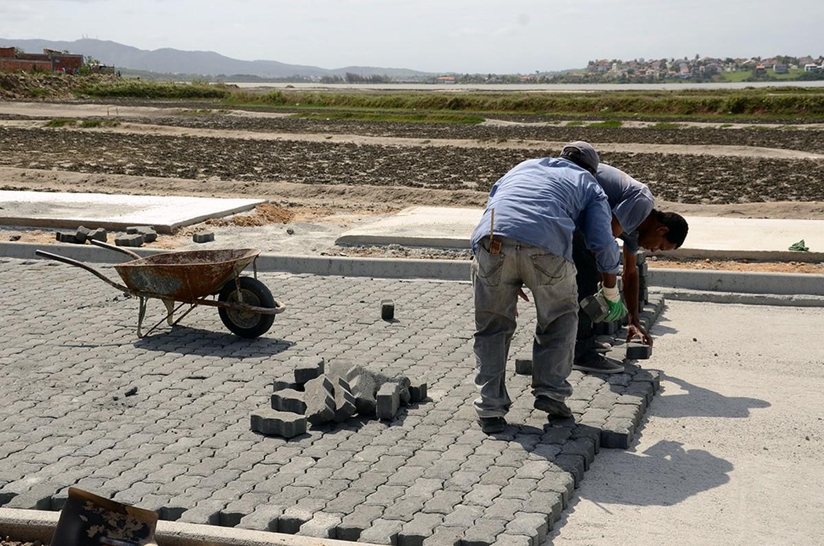 Pavimentação no Baixo Grande, em São Pedro da Aldeia, RJ, está em fase de conclusão