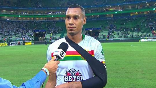 Salatiel lamenta lesão no ombro e rasga elogios ao Palmeiras