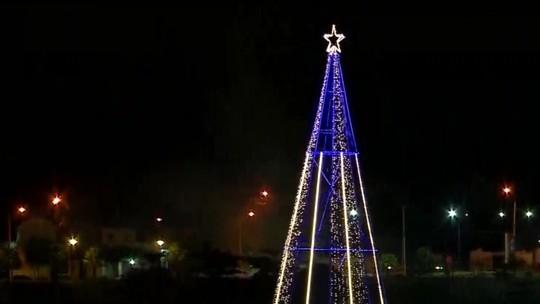 Árvore de natal com 16 metros de altura é inaugurada no Parque Lagoas do Norte