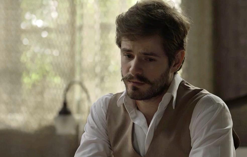 Camilo se sente à vontade com Elisa para falar sobre seu passado  (Foto: TV Globo)
