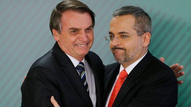 Bolsonaro e o novo ministro da Educação, Abraham Weintraub, dizem que vão direcionar recursos para cursos universitários que tragam 'retorno imediato' para a socidade (Foto: ADRIANO MACHADO/REUTERS)