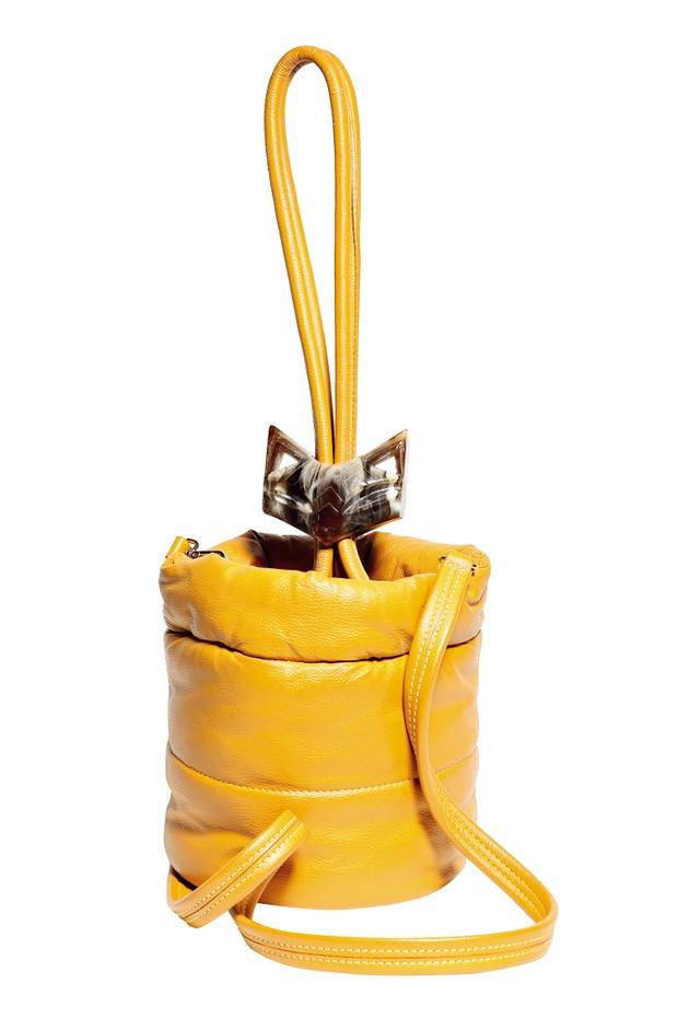 Matri (R$ 2.430) (Foto: Acielle/Style du Monde (Hermès), Juliete Bayen (Reinaldo Lourenço), Rafael Evangelista, Scott Trindle (Ports 1961), Reprodução/Instagrame Divulgação. Produção de moda: Neel Ciconello Morikawa)