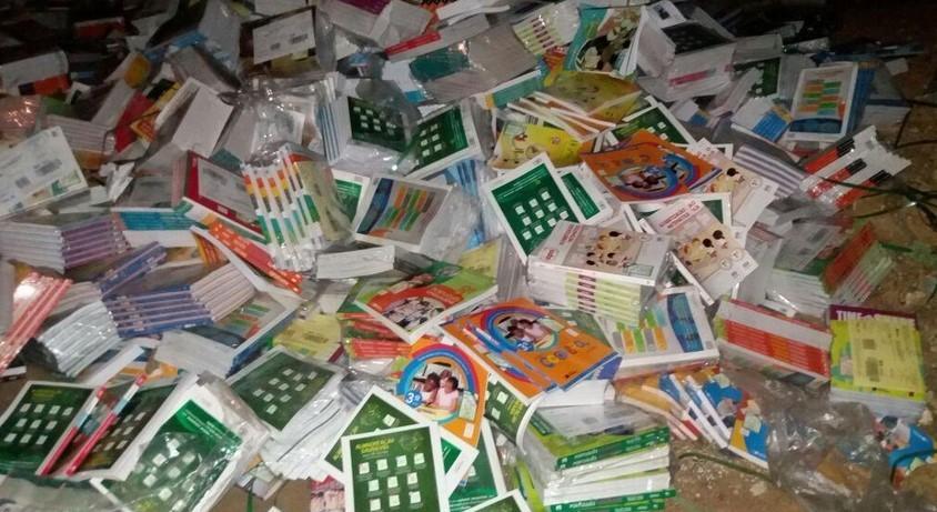 Centenas de livros didáticos são descartados em lixão na cidade de Trindade, Sertão de PE