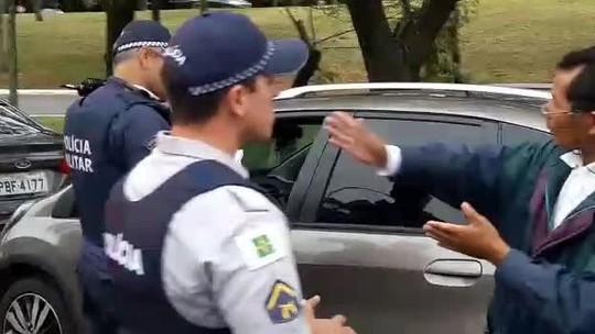 Motoristas parados nas filas para abastecer não serão multados no DF, diz governo
