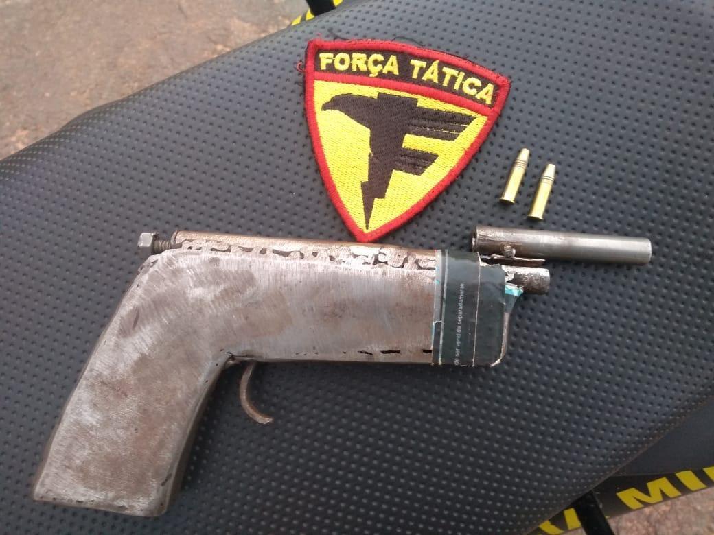 Adolescente de 15 anos é apreendido em flagrante com arma de fogo guardada na cintura