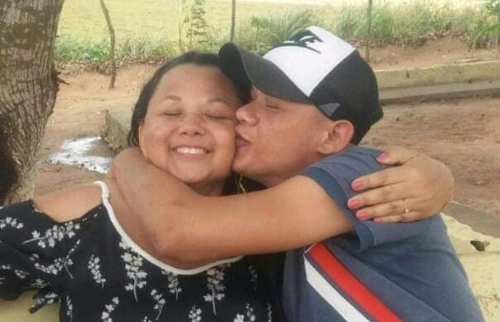 Jovem é preso em flagrante enquanto matava mãe a facadas na Bahia — Foto: Reprodução/redes sociais