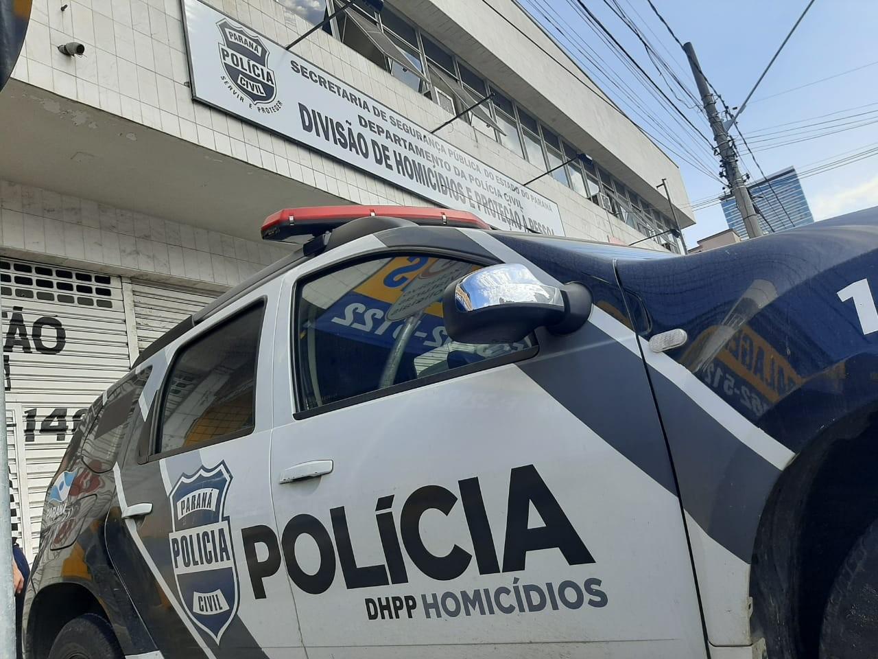 Polícia apura suspeita de que estudante de medicina e enfermeiro foram mortos por homofobia, em Curitiba