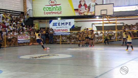 Reta final dos Jogos Escolares tem futsal feminino e homenagem à Duda no vôlei