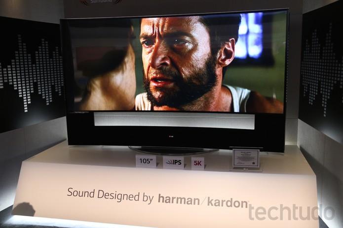 TV de 105 polegadas, da LG, com resolução 5K (Foto: Fabrício Vitorino/TechTudo)