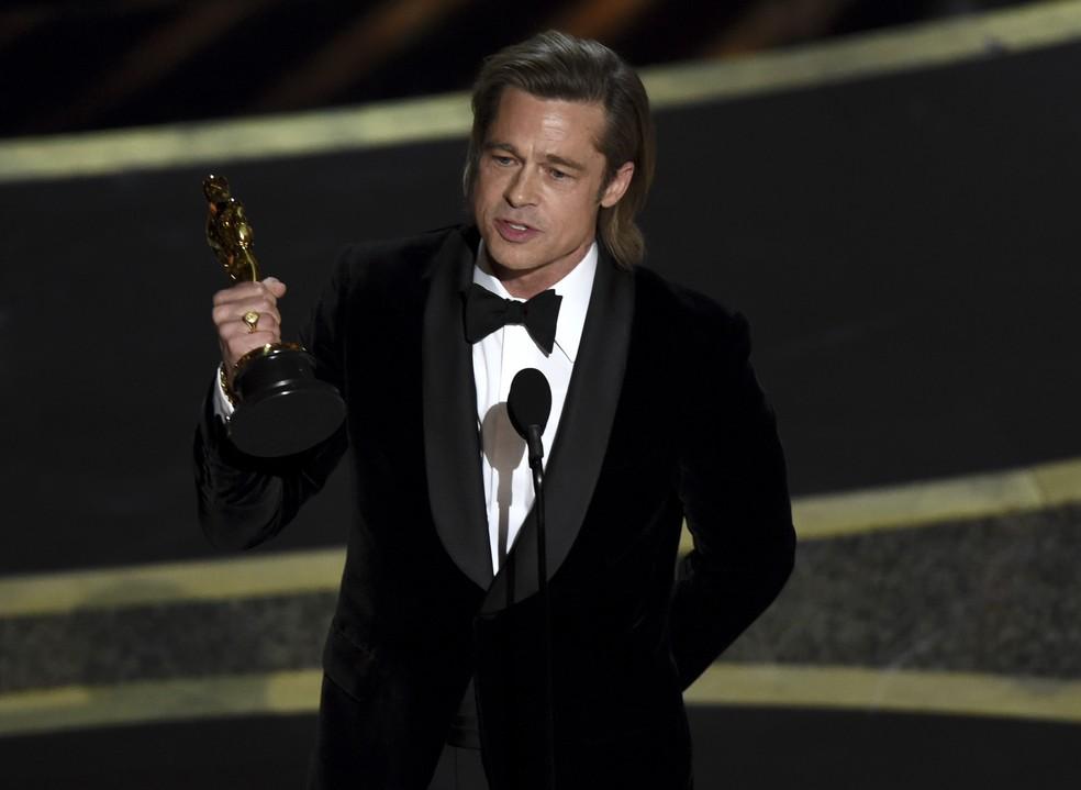 Brad Pitt durante o Oscar 2020 — Foto: Chris Pizzello/AP