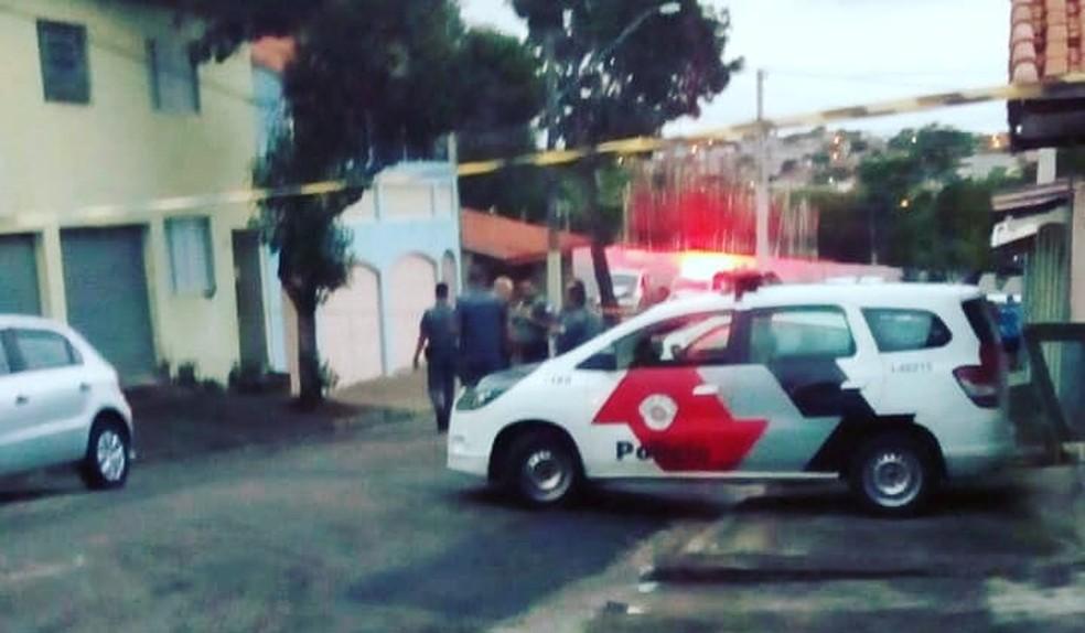 Criminoso morre em troca de tiros com a polícia no Bosque dos Eucaliptos, em São José — Foto: Portinari/ Ocorrências 24 horas