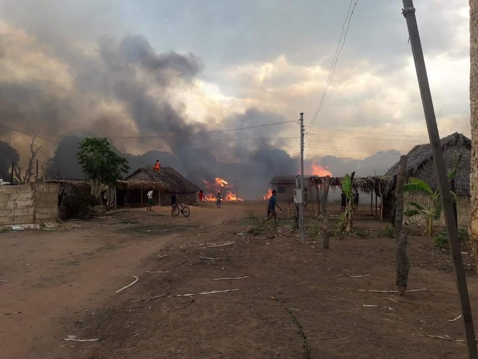 Fogo durou cerca de três horas e foi controlado pelos próprios indígenas — Foto: Divulgação