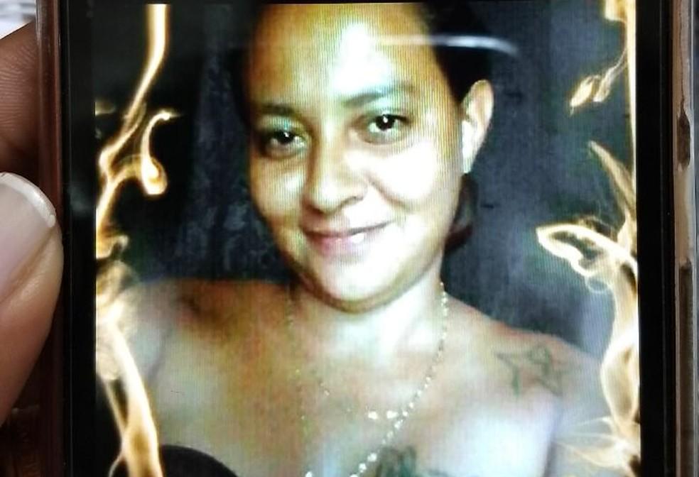 Vítima foi reconhecida pela família por conta das tatuagens que tinha pelo corpo — Foto: Arquivo da família