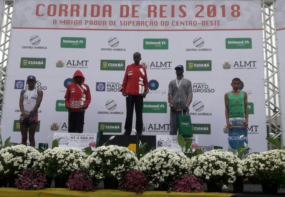 Campeões da Corrida de Reis na categoria masculino  (Foto: André Souza)