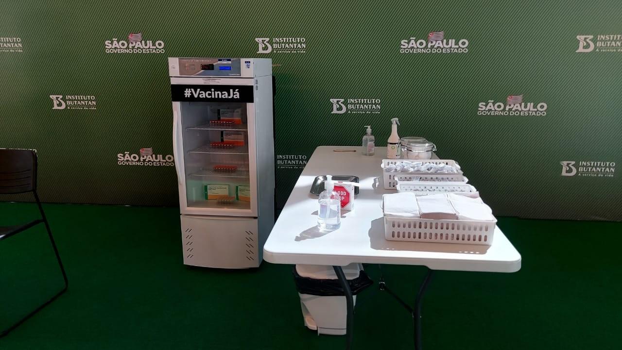 Governo de SP dá início nesta segunda a plano de vacinação de profissionais de saúde em hospitais do estado