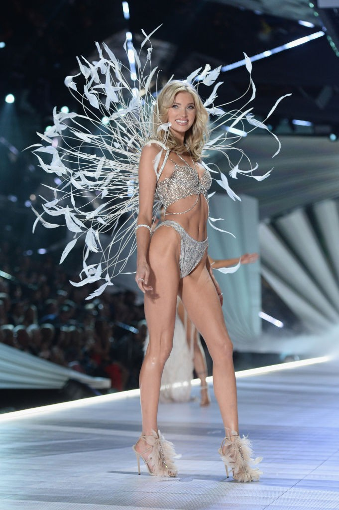 Elsa Hosk na passarela do VSFS 2018 (Foto: Getty Images)