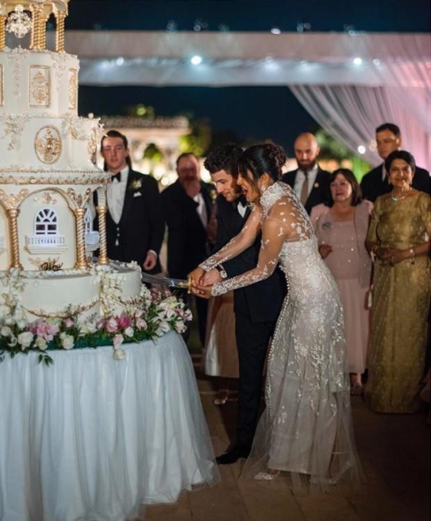 Bolo de casamento Nick Jonas e Priyanka Chopra (Foto: Instagram/ Reprodução)