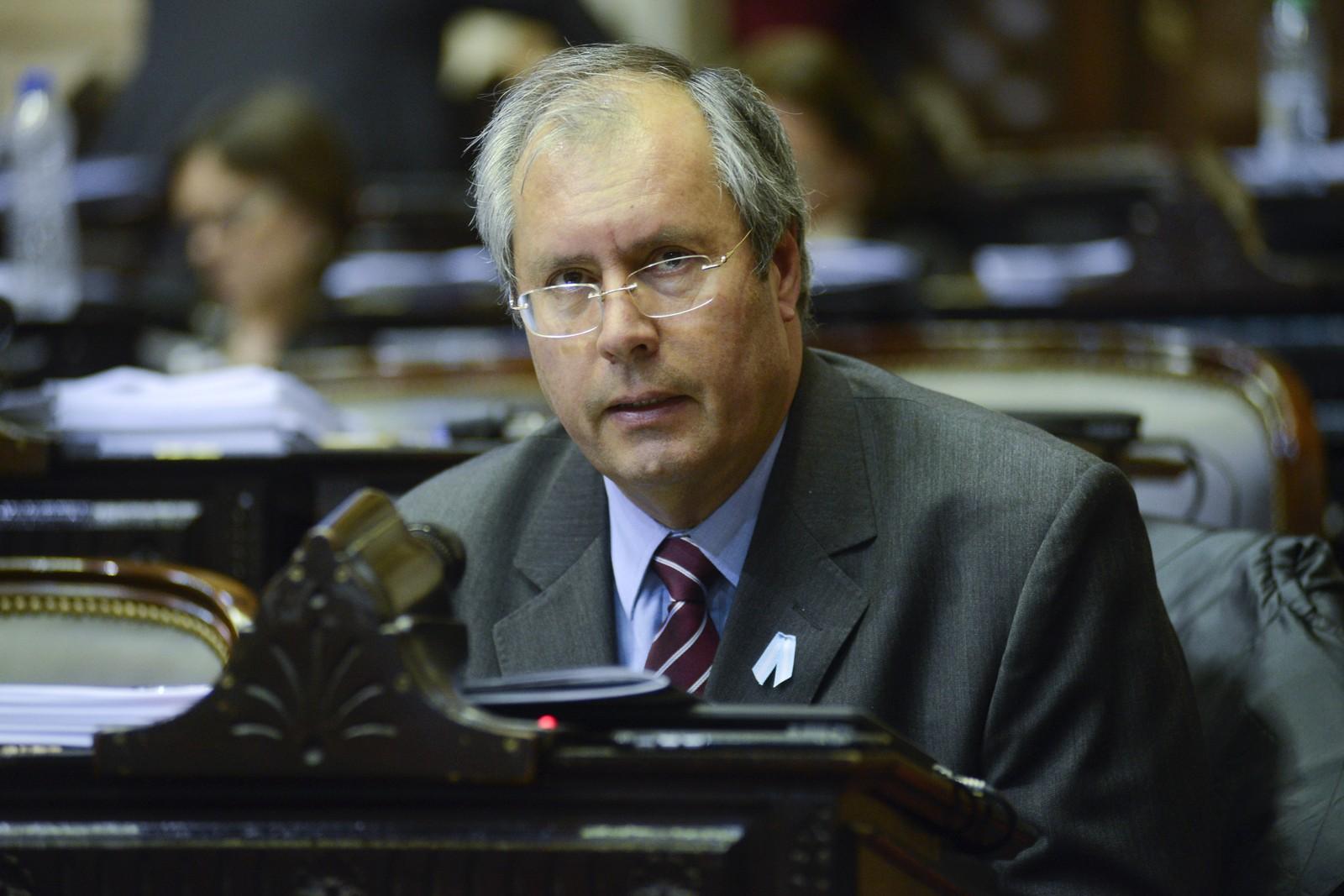 Hector Olivares, deputado federal argentino, durante sessão de comissão do Congresso em 2016, em Buenos Aires — Foto: Associated Press