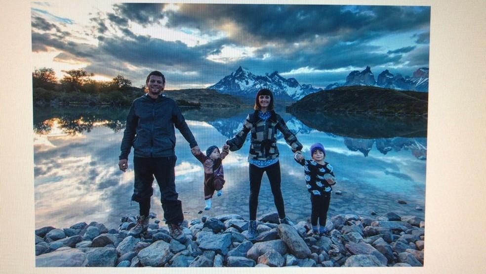 Família norte-americana estaria desaparecida desde domingo (29), após assalto a balsa (Foto: Divulgação/Segup)