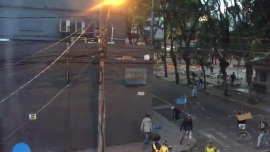 Polícia tenta identificar suspeitos de briga em Santa Maria; veja o vídeo