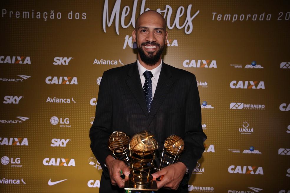 Marquinhos é o MVP do NBB 10 — Foto: Luiz Pires/LNB