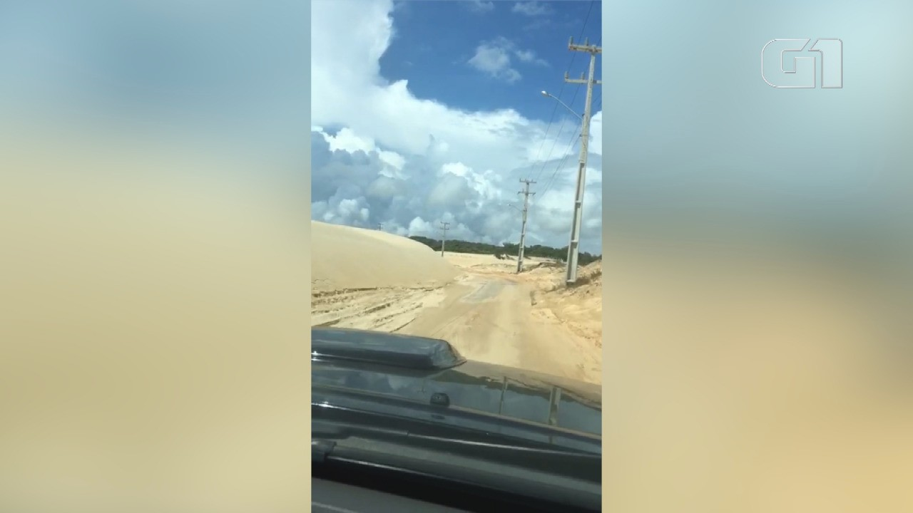 Mais de um mês após decreto de emergência, estrada segue tomada por areia de duna no litoral do RN - Noticias