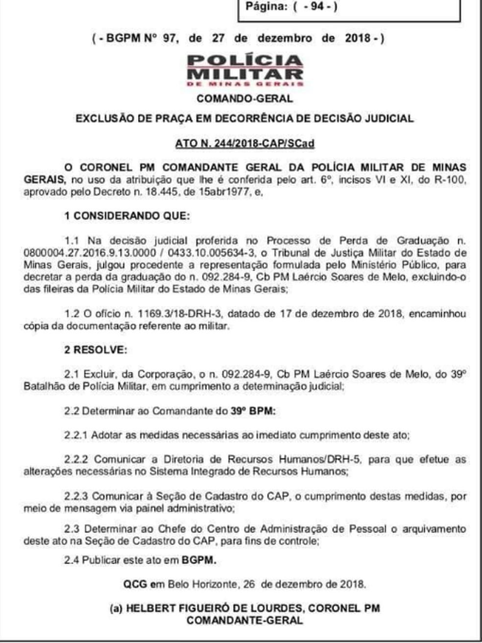 Ato de exclusão do militar foi assinado por comandante geral da PMMG — Foto: Reprodução/PMMG