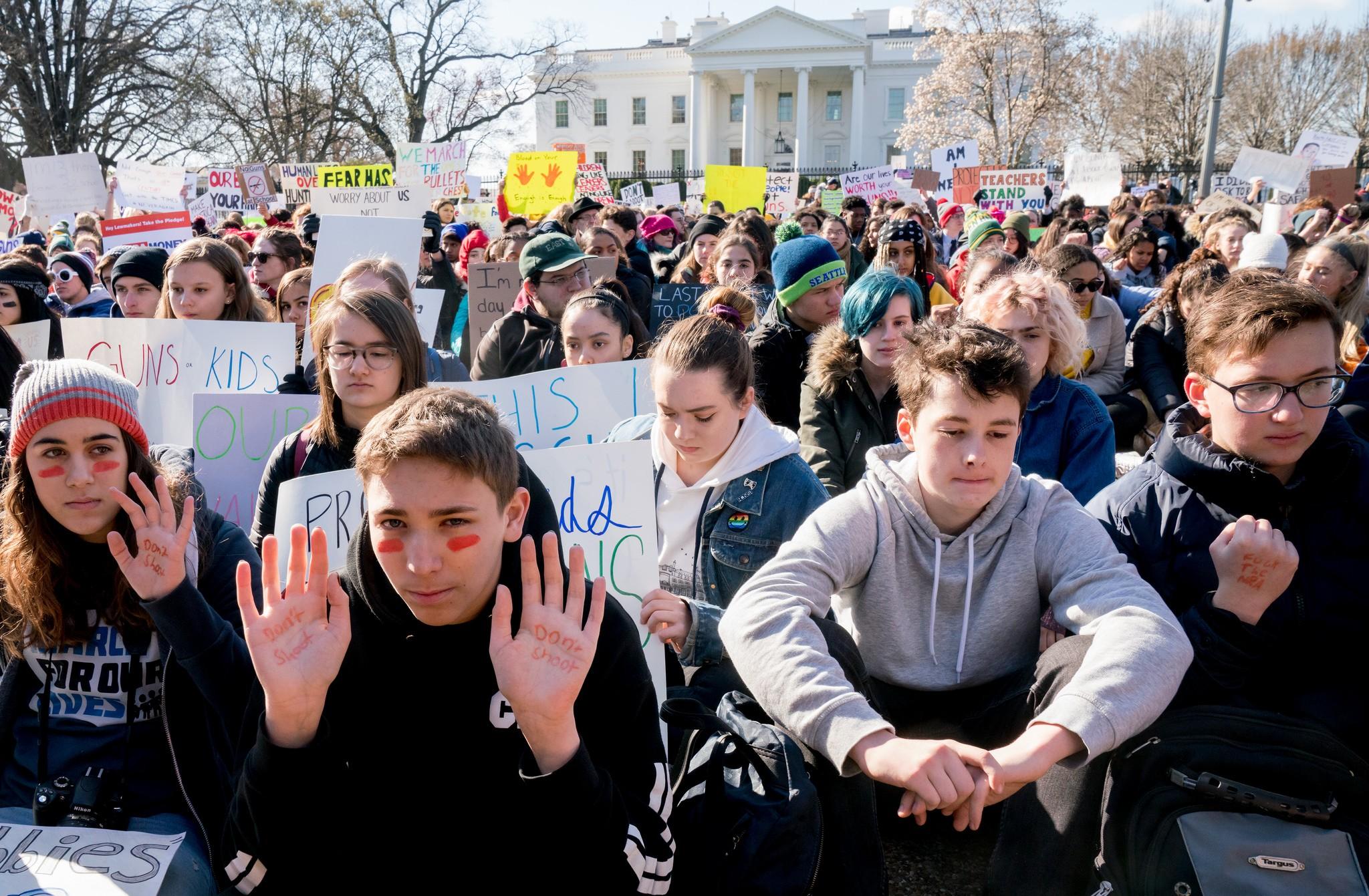 Estudantes protestam em frente à Casa Branca após tiroteio em Parkland, nos Estados Unidos (Foto: Flickr/Victoria Pickering)