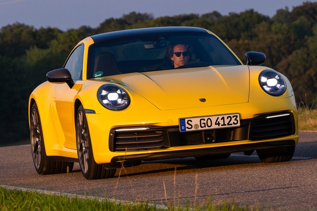 É quase impossível diferenciar o 911 Carrera do Carrera S (Foto: Divulgação)