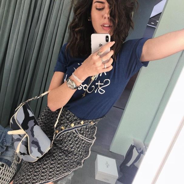 Camila Coutinho com a Saddle bag (Foto: Reprodução)