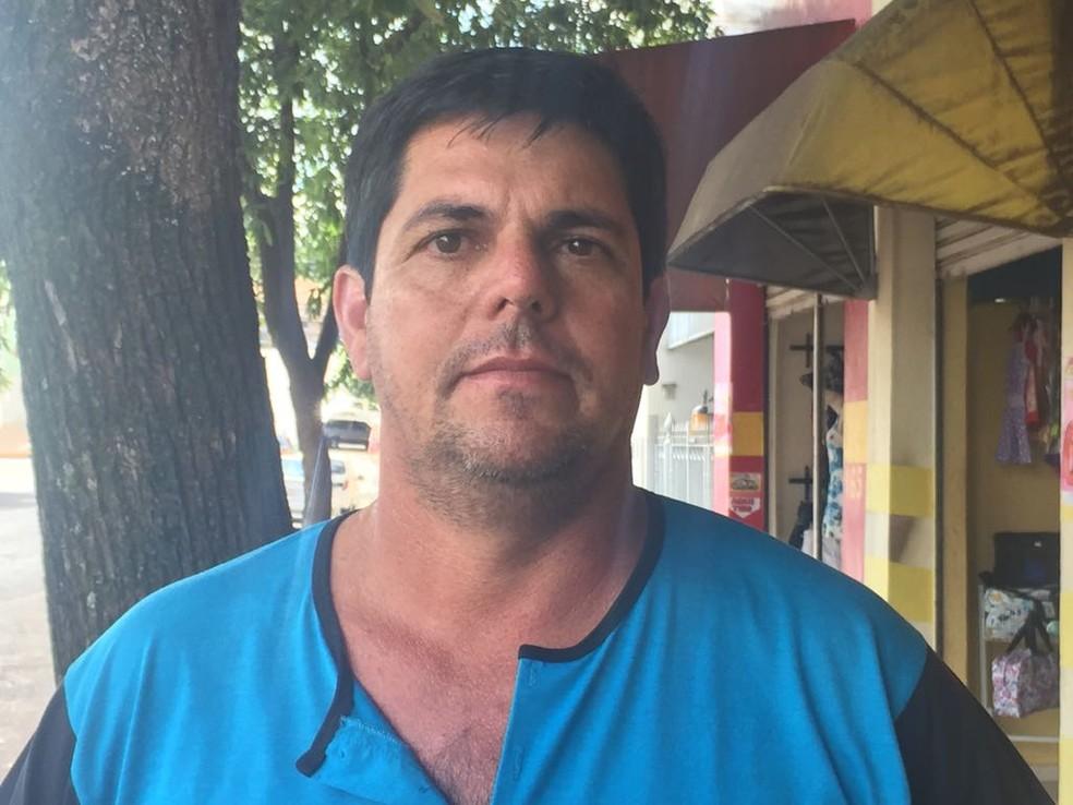 O comerciante Alexandre Duarte, de 45 anos (Foto: Gabriel Tibaldo/G1)